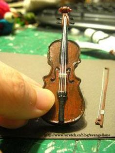Illustrated steps in creating this little violin (I'm unsure as to whether the text can be translated) | Source: Evangelione