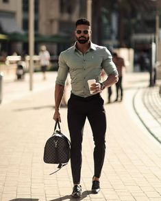visit our website for the latest men's fashion trends products and tips . Mode Masculine, Mens Fashion Suits, Mens Suits, Men's Fashion, Fashion Trends, Smart Casual, Men Casual, Herren Style, Look Man