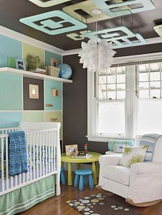 I love the design on the ceiling! Great way to get baby interested in looking up and staying lying down!
