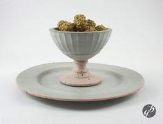 Betonteller und Schale mit pastellfarbenem Rand // concrete plate and bowl with pastel colouring by Glänzend Grau via DaWanda.com