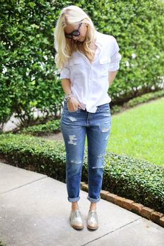 Fashion Tips Outfits .Fashion Tips Outfits Brogues Womens Outfit, Brogues Outfit, Denim Outfit, Oxford Shoes Outfit Women's, Silver Brogues, Metallic Oxfords, Silver Shoes, Look Fashion, Fashion Outfits