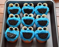Cookie Monster cupcakes are perfect for a kid's birthday party! Such cute desserts! http://thestir.cafemom.com/food_party/190960/13_sesame_street_party_desserts/142883/cookie_monster_cupcakes/5