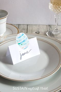 DIY printable Easter place cards | Easy and beautiful watercolor Easter egg name card ideas | #tablescape #easterdecor #watercolor #spring #printable