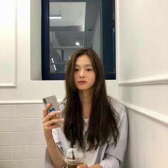 "[ ON HOLD ] ""Human's not perfect. And i'm sure Jung Jaehyun is a hu… # Fiksi Penggemar # amreading # books # wattpad Pretty Korean Girls, Korean Beauty Girls, Cute Korean Girl, Beautiful Asian Girls, Asian Beauty, Girl Korea, Ulzzang Korean Girl, Uzzlang Girl, Aesthetic Girl"