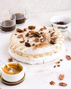 Obłędnie czekoladowe mufffiny z kawałkami czekolady - Justyna Dragan Blondies, Kiwi, Tiramisu, Camembert Cheese, Pancakes, Oreo, Ethnic Recipes, Food, Brioche