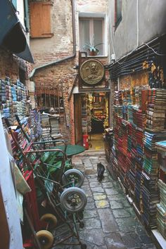 Old bookstore on a hidden street in Venice, Italy! #venice #italy #travel