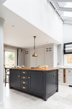 Luxury Bespoke Kitchen, Blackheath London - Humphrey Munson Cga I like the floor! My Living Room, Kitchen Living, New Kitchen, Interior Design Living Room, Kitchen Decor, Kitchen Design, Family Kitchen, Kitchen Paint, Kitchen Ideas