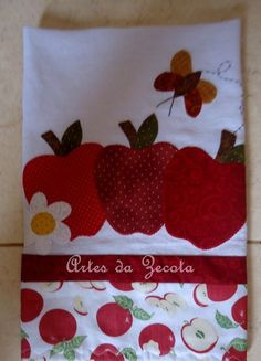Pano de prato Applique Tutorial, Applique Templates, Applique Patterns, Applique Quilts, Applique Designs, Embroidery Designs, Sewing Projects, Diy Projects, Towel Crafts