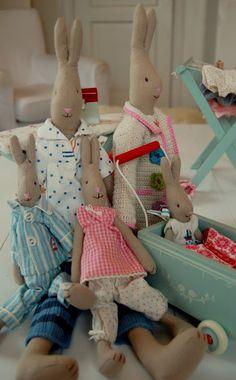 Feliz familia de conejos