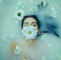 Imagem de flowers, blue, and water