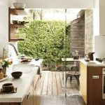 outdoor-indoor-kitchens-with-glass-walls-1