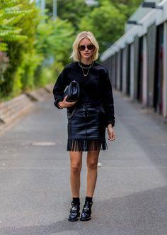 Pin for Later: Lasst euch inspirieren vom Stil der Hauptstadt mit den besten Street Style Bildern der Berlin Fashion Week  Lisa Hahnbück mit einem Pullover von Balenciaga, Tasche von Chanel.