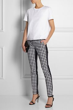 Your Ultimate Spring-Print Hit List Vestido Michael Kors, Outfits Pantalon Negro, New Outfits, Cool Outfits, Cool Style, My Style, Printed Trousers, Black White Fashion, Skinny Pants
