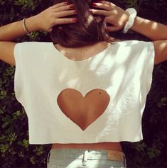 shirt heart top white tank top white crop tops cute colour brand brandy melville celebrity style topshop pattern cutouts like tips high tips gorgeous t-shirt cut out heart girly withe a beautiful heart skirt cut out top white Diy Crop Top From T Shirt, Diy Shirt, Diy Fashion, Teen Fashion, Love Fashion, Fashion Outfits, Modern Fashion, Fashion Beauty, Diy Vetement