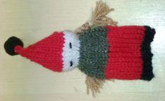 Joulutonttutyttö, 4 lk Viidellä sukkapuikolla neulottu tonttu, aloitussilmukoita on 24.