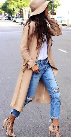woman wearing brown long-sleeved top and blue distressed denim pants. Look Fashion, Autumn Fashion, Fashion Outfits, Womens Fashion, Winter Outfits, Spring Outfits, Classy Outfits, Casual Outfits, Cute Outfits