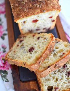 Przepis na chleb pełnoziarnisty ze słonecznikiem na miodzie - MniamMniam.com Food Inspiration, Banana Bread, Food And Drink, Cheese, Cake, Film, Gastronomia, Diet, Movie
