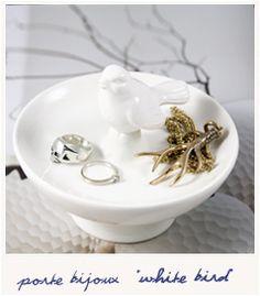 White bird jewels holder - Bird on the wire Tweety Bird Quotes, Red Bird Tattoos, Bird Cage Centerpiece, Bird Tattoo Wrist, Kiwi Bird, Bird Silhouette, Bird Jewelry, Vintage Birds, Small Birds