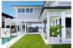 Awesome White Beach House Design - Home Style Beach Cottage Style, Beach House Decor, House On The Beach, Coastal Style, Style At Home, Casas California, Weatherboard House, Queenslander, Hamptons Style Homes