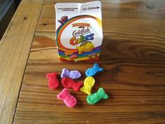Chasing Cheerios: Rainbow Felt Goldfish (no instructions) Kids Play Food, Felt Play Food, Sewing Toys, Sewing Crafts, Craft Gifts, Diy Gifts, Diy For Kids, Crafts For Kids, Diy Kids Kitchen