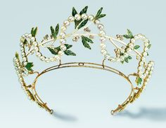DIAdem, gold, pearls, diamonds, email, René Lalique, Paris in 1903/04, jewellery Museum Pforzheim, on loan from the Ministry of science, research and art of Baden-Württemberg. © VG BILD-KUNST, Bonn 2014, photo: Günther Meyer