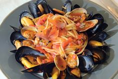 spaghetti with mussels and clams