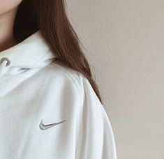 nike // white // sweatshirt