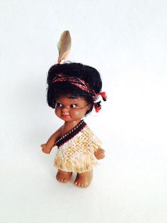 Vintage Maori Doll from NZ, 9cm, in Maori Dress, New Zealand Souvenir