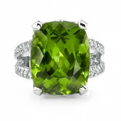 Omi Prive: Peridot and Diamond Ring Style: R1108