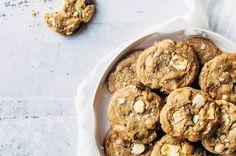 cookies-opskrift-med-hvid-chokolade-og-noedder
