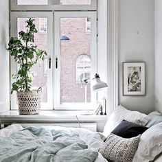 Wish I was there...thanks for the inspiration @theeverygirl_ #blogging #interiorstyling #style #design #interiors #lifestyle #SOdomino #decor #decorate #house #home #hygge #white #skovbon #bedroom #bedroomgoals #housegoals #white #gidc #cushion #happy #instagram #followme #girlboss #kardashian