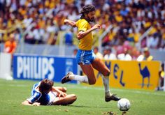 Sócrates (1982) #calcio #sport #brasile Socrates, Wrong Planet, Kids Soccer, World Football, World Of Sports, Fifa, World Cup, Champion, Mexico