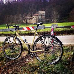 """#biquer#cinelli#bicycle #bootleghobo #cinellihobo #hobo #tourism#cycle#roadtrip#bicicleta #adventure#cycletourism#cycling#instamoment #instabike#instacycle"""