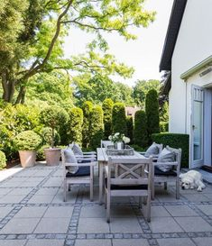 Enkelt och naturnära färger Karina Eg og Morten Ibsen Garden Park, Rooftop Garden, Garden Paving, Garden Landscaping, Back Gardens, Outdoor Gardens, Small Yard Design, Villa, Dream Garden