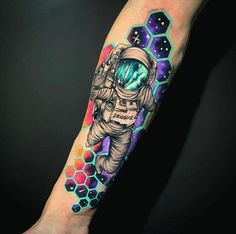 Hi, here are some amazing hand tattoos that you will find interesting. These tattoos are pretty cool and spunky. Astronaut Tattoo, Alien Tattoo, Hand Tattoos, Forearm Tattoos, Body Art Tattoos, Sea Life Tattoos, Tatoos, Galaxy Tattoo Sleeve, Space Tattoo Sleeve
