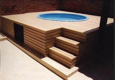 O Deck de Madeira para piscinas é bastante utilizado em áreas de lazer, conheça 12 modelos perfeitos para inspirar você na hora de construir a piscina.