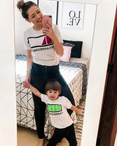 A imagem pode conter: 2 pessoas, área interna Mommy And Son, Mom Son, Mother And Child, Mom And Baby, Baby Love, Baby Kids, Mom And Son Outfits, Matching Family Outfits, Kids Outfits