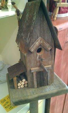 Keeping birds as pets or to rear for breeding comes with a certain amount of responsibility and basic knowledge. When it comes to birds, it is impo Homemade Bird Houses, Bird Houses Diy, Box Houses, Fairy Houses, Birdhouse Designs, Birdhouse Ideas, Bird House Feeder, Barn Wood Crafts, Bird House Kits