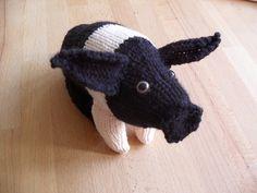 Knitted saddleback piggy. Pattern by Kath Dalmeny