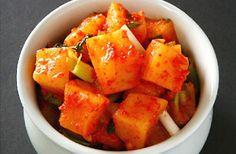カクテキ アミの塩辛  ・調味料   -粉唐辛子   -アミの塩辛   -白ネギ   -にんにく   -生姜   -いりごま   -梨    ・大根  ・塩