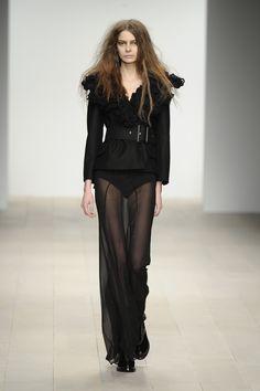 John Rocha AW12 #womensfashion #fashion #johnrocha #catwalk #london #AW12 #black