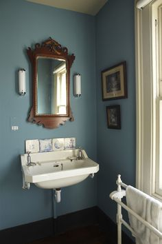 Blue Bathroom Design Ideas: Awesome Farrow And Ball Bathroom Colours For Your Home Downstairs Bathroom, Bathroom Renos, Blue Bathrooms Designs, Victorian Style Bathroom, Bathroom Paint Colors, Paint Colours, Bad Styling, Small Toilet, Home And Deco