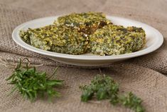 Quinoa with Spinach and Katiki cheese – Κινόα με σπανάκι  και κατίκι Δομοκού Healthy Snacks, Healthy Eating, Healthy Recipes, Quinoa, Spinach, Recipies, Cooking Recipes, Herbs, Cheese