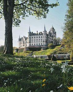 Beautiful Castles, Beautiful Buildings, Wonderful Places, Beautiful Places, Places To Travel, Places To Visit, Scottish Castles, French Castles, Fairytale Castle