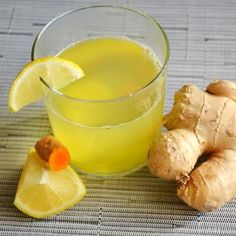 Cold & Flu Ginger Turmeric Tonic 1 ½ cup of hot water 3 slices of fresh ginger ½ tsp turmeric powder or one slice fresh turmeric root ½ lemon 1 tsp raw honey Tumeric And Ginger, Fresh Turmeric Root, Turmeric Drink, Ginger Water, Fresh Ginger, Tumeric Tonic, Tea For Flu, Tea For Colds, Cold Remedies