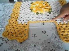 3 parte tapete frente pia jogo de banheiro 4 peças - YouTube Crochet Crafts, Crochet Doilies, Crochet Projects, Bathroom Rug Sets, Crochet Videos, Crochet Designs, Free Pattern, Diy And Crafts, Blanket