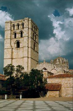 Torre del Salvador en la Catedral de Zamora, Spain