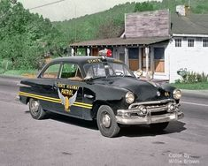 I actually appreciate this colour for this car Police Car Models, Old Police Cars, Ford Police, State Police, Old Cars, American Graffiti, Emergency Vehicles, Police Vehicles, Law Enforcement