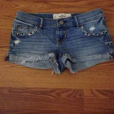 Hollister shorts Size 0 and only wore a few times before they got too small. Unique design on pockets! Hollister Shorts