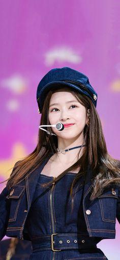 Kpop Girl Groups, Kpop Girls, Yu Jin, Twice Sana, Japanese Girl Group, Kim Min, Her Smile, The Wiz, Sexy Asian Girls